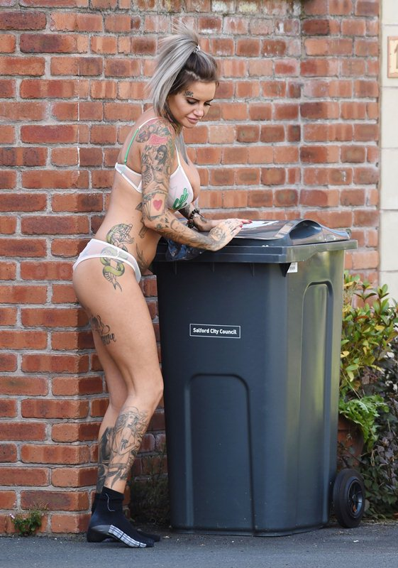 Jemma-Lucy-takes-her-bins-out-in-her-sexy-underwear-in-Manchester-Kanoni-6