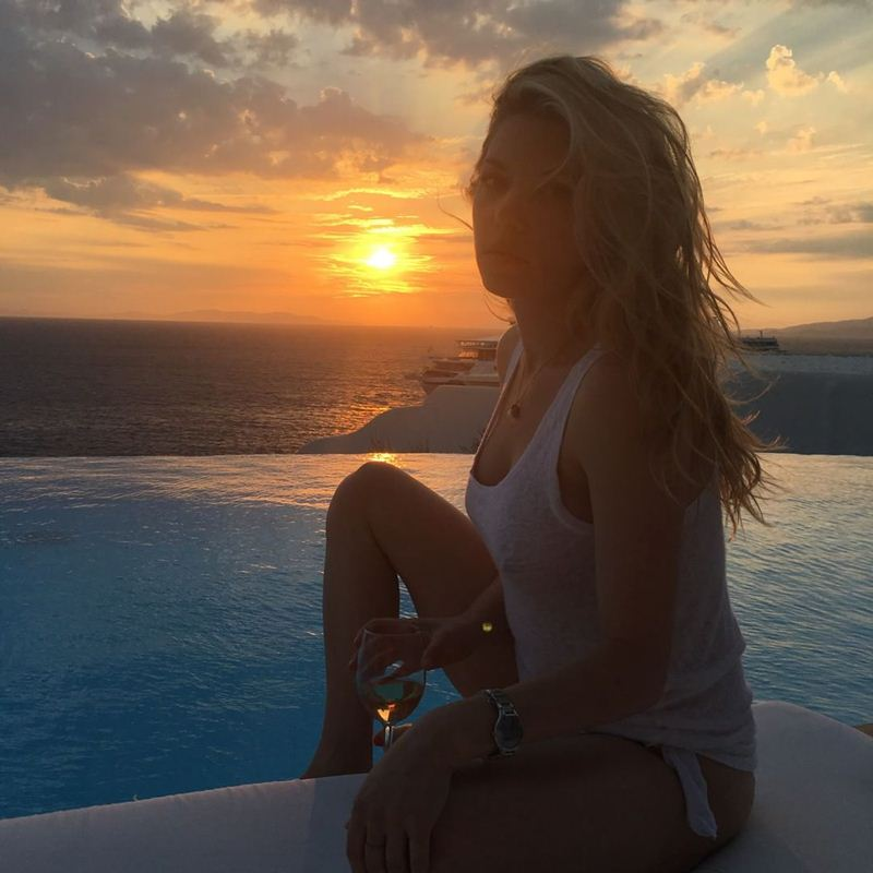 Katheryn-Winnick-Braless-Pool-Mykonos-Kanoni-2