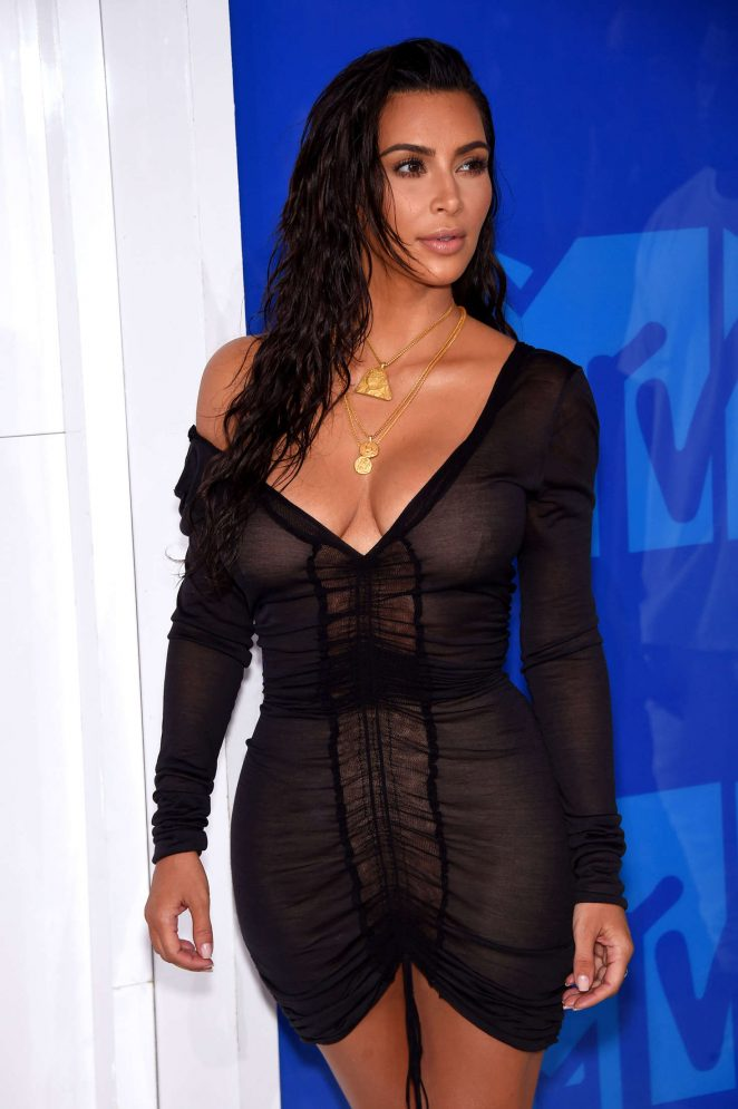 Kim-Kardashian-2016-MTV-Video-Music-Awards-Kanoni-2