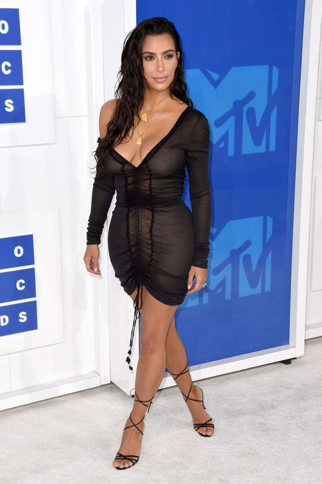 Kim-Kardashian-2016-MTV-Video-Music-Awards-Kanoni-6
