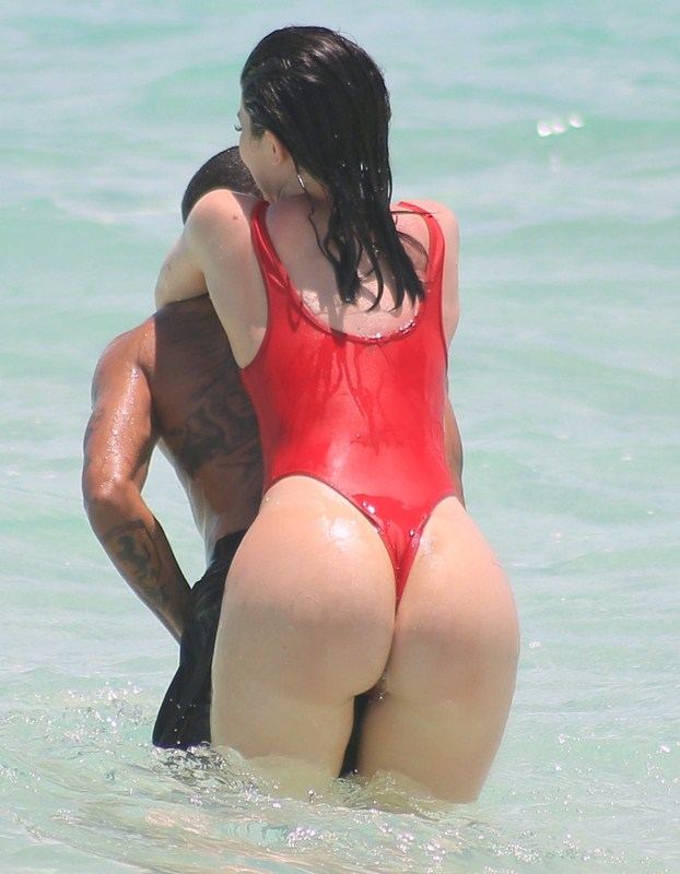 Kylie-Jenner-Red-Swimsuit-Turk-and-Caicos-Kanoni-4