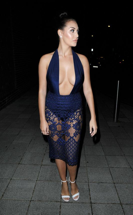 chloe-goodman-cleavage-night-out-in-london-kanoni-2