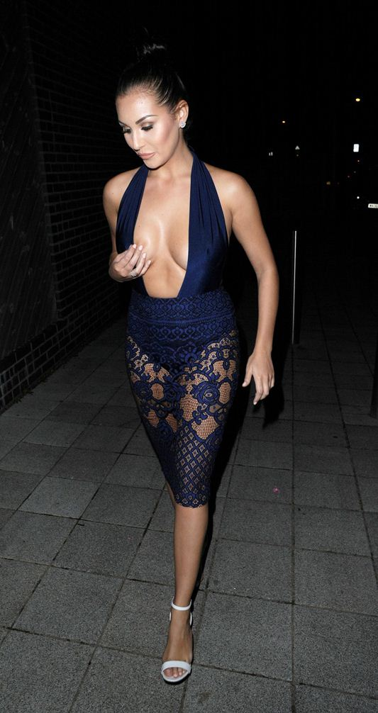 chloe-goodman-cleavage-night-out-in-london-kanoni-3