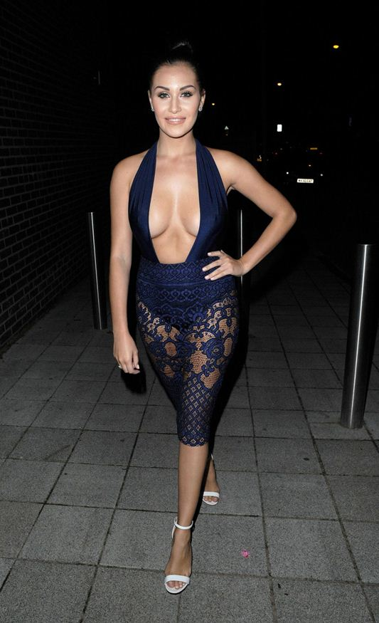 chloe-goodman-cleavage-night-out-in-london-kanoni-4