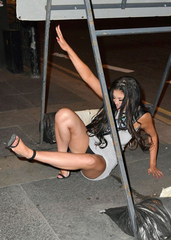 Chloe-Ferry-Upskirt-celebrate-21-birthday-newcastle-kanoni-3