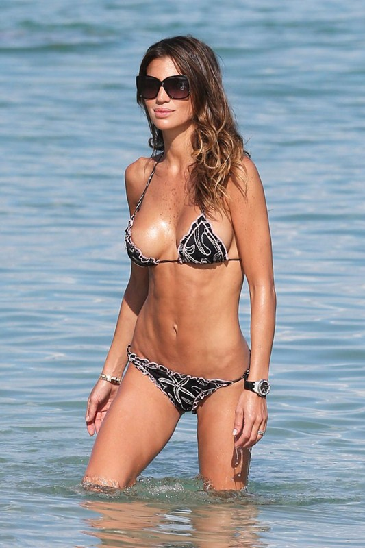 claudia-galanti-topless-sunbath-miami-beach-kanoni-1