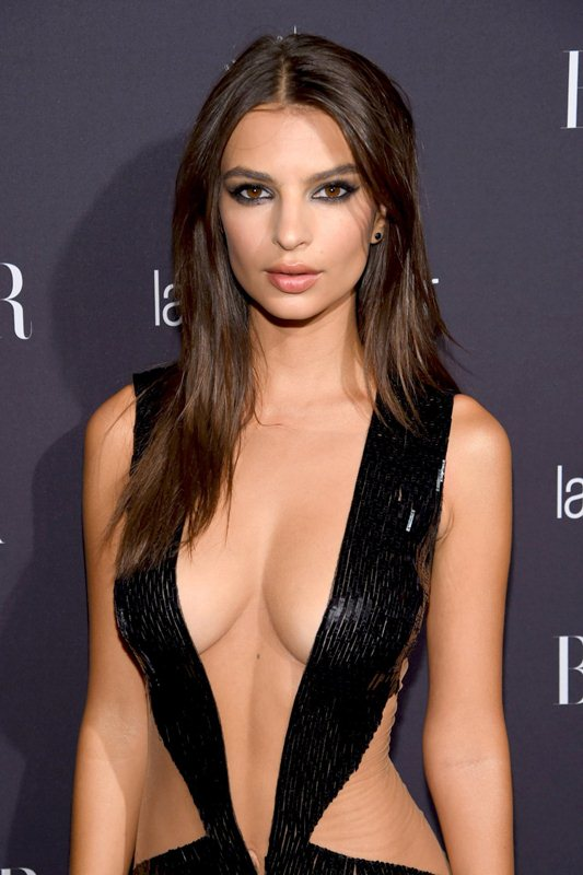 emily-ratajkowski-hot-cleavage-dress-party-new-york-fashion-week-kanoni-3