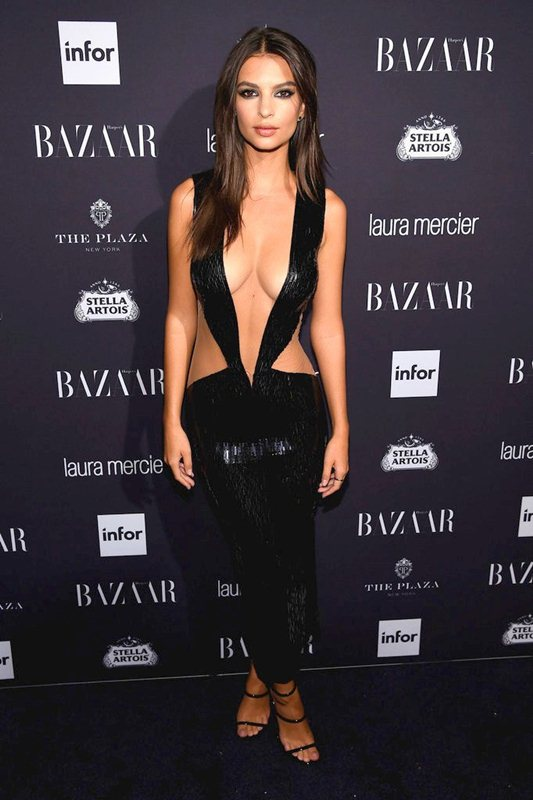 emily-ratajkowski-hot-cleavage-dress-party-new-york-fashion-week-kanoni-5