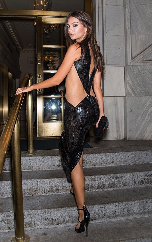 emily-ratajkowski-hot-cleavage-dress-party-new-york-fashion-week-kanoni-6