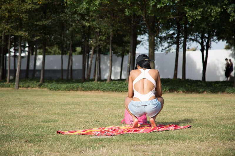 precious-muir-does-yoga-in-london-park-kanoni-5