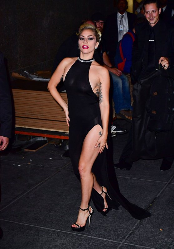 lady-gaga-see-through-braless-upskirt-black-dress-night-out-in-new-york-kanoni-3