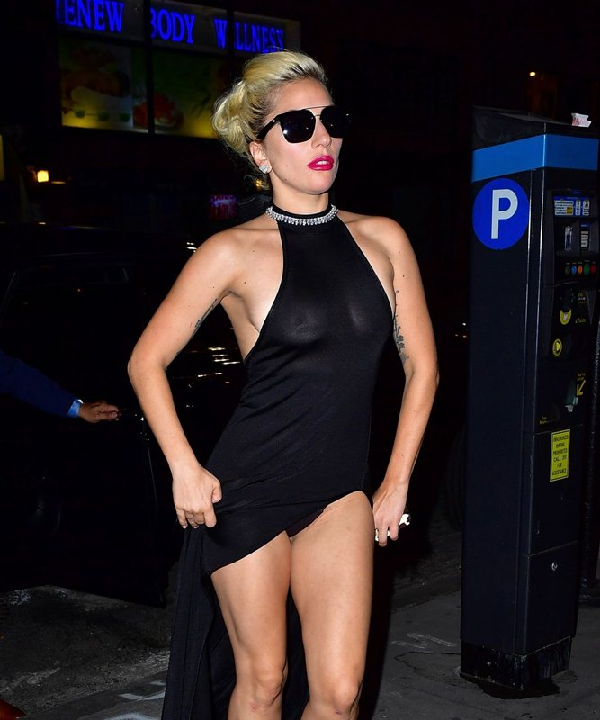 lady-gaga-see-through-braless-upskirt-black-dress-night-out-in-new-york-kanoni-5