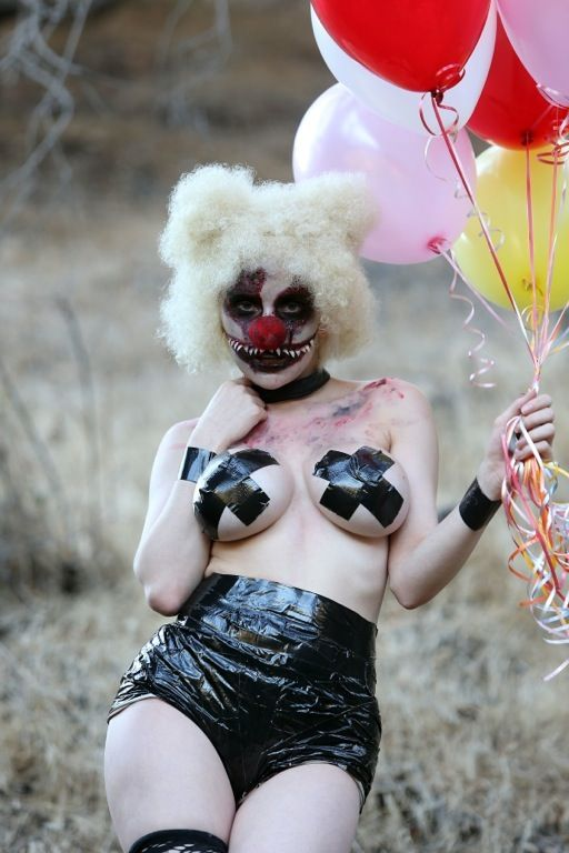 courtney-stodden-topless-killer-clown-palm-springs-kanoni-1