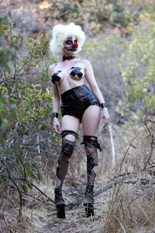 courtney-stodden-topless-killer-clown-palm-springs-kanoni-2