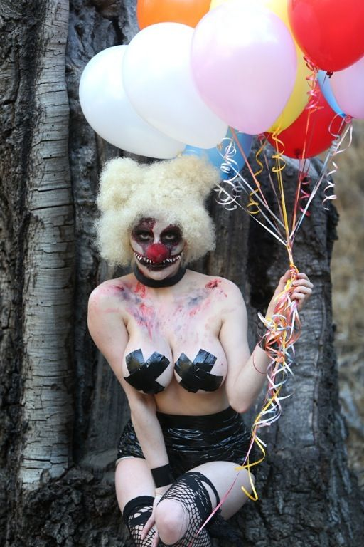 courtney-stodden-topless-killer-clown-palm-springs-kanoni-3