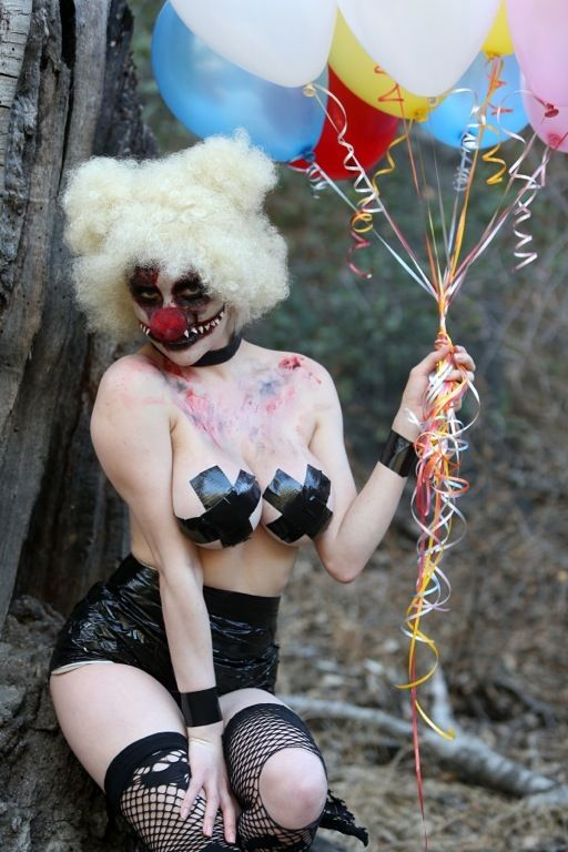courtney-stodden-topless-killer-clown-palm-springs-kanoni-4