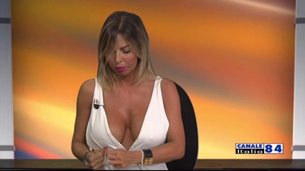 emanuela-botto-boobs-sexy-white-dress-kanoni-2