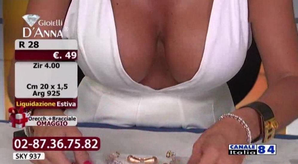 emanuela-botto-boobs-sexy-white-dress-kanoni-5