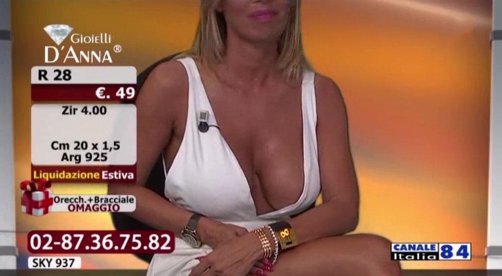 emanuela-botto-boobs-sexy-white-dress-kanoni-6