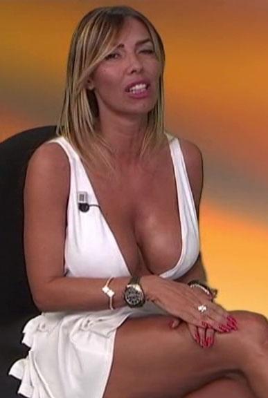 emanuela-botto-boobs-sexy-white-dress-kanoni