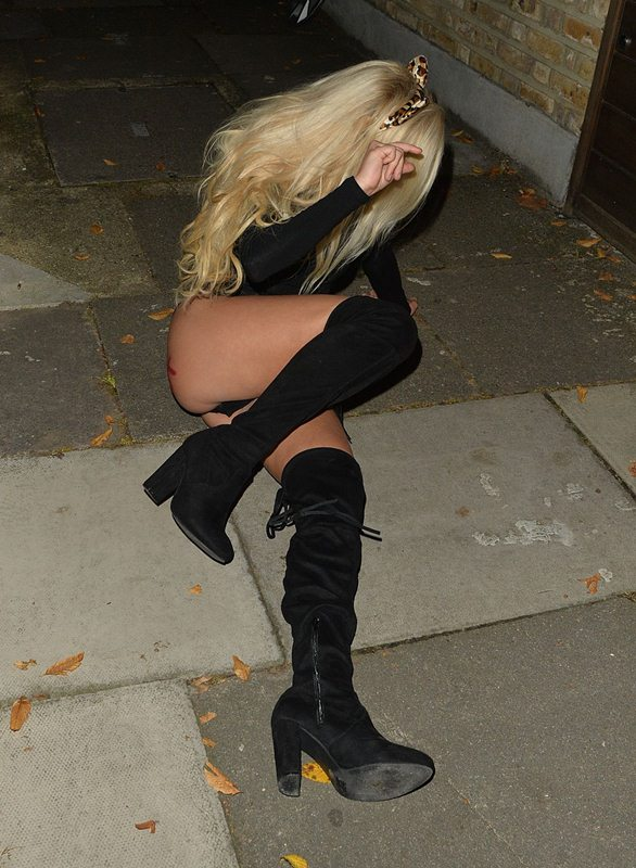 holly-rickwood-arriving-halloween-party-in-essex-kanoni-6