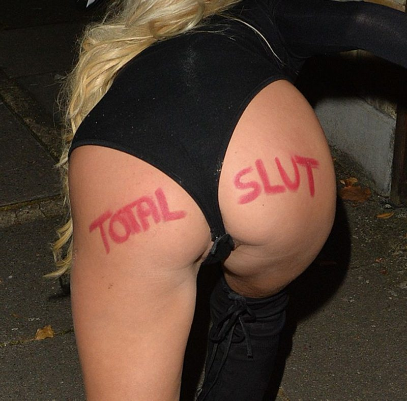 holly-rickwood-arriving-halloween-party-in-essex-kanoni-7