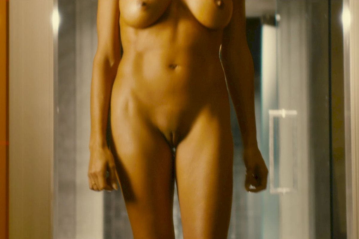 rosario-dawson-topless-in-movie