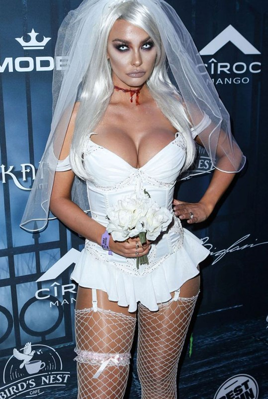 emily-sears-at-maxim-halloween-party-in-los-angeles-kanoni-3