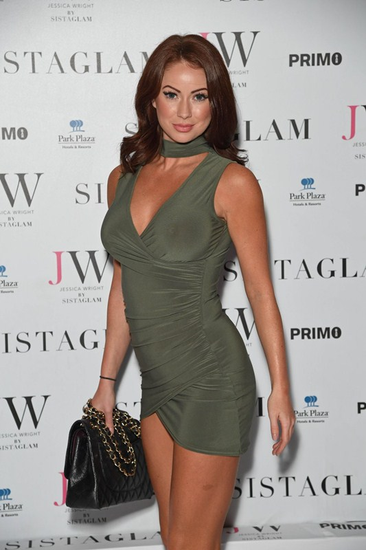 laura-carter-sexy-green-dress-at-sistaglam-launch-party-in-london-kanoni-1
