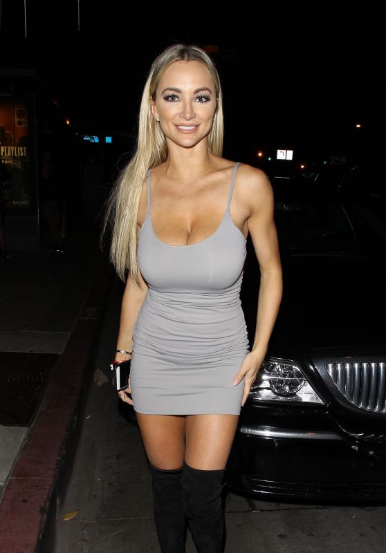 lindsey-pelas-big-boobs-at-bootsy-bellows-in-west-hollywood-kanoni-1