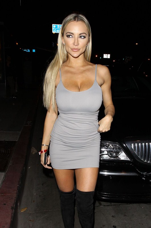 lindsey-pelas-big-boobs-at-bootsy-bellows-in-west-hollywood-kanoni-4