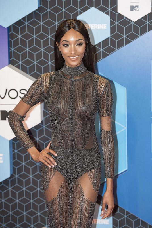 jourdan-dunn-see-through-sideboob-mtv-ema-2016-kanoni-1