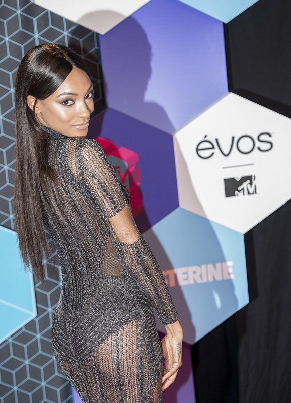 jourdan-dunn-see-through-sideboob-mtv-ema-2016-kanoni-2