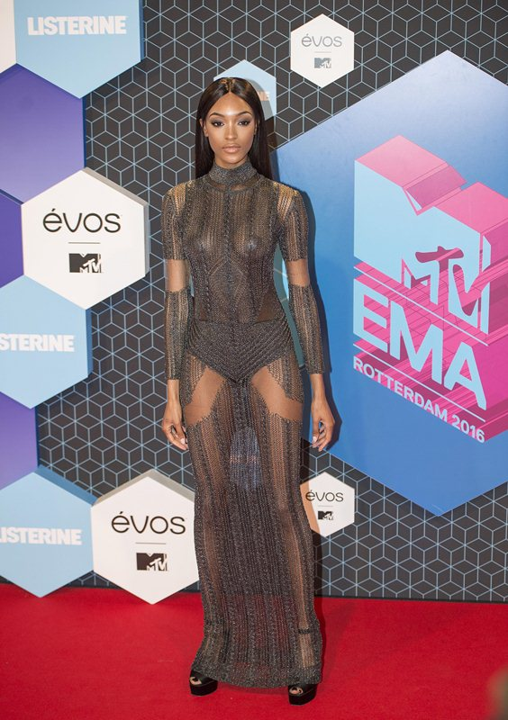 jourdan-dunn-see-through-sideboob-mtv-ema-2016-kanoni-4