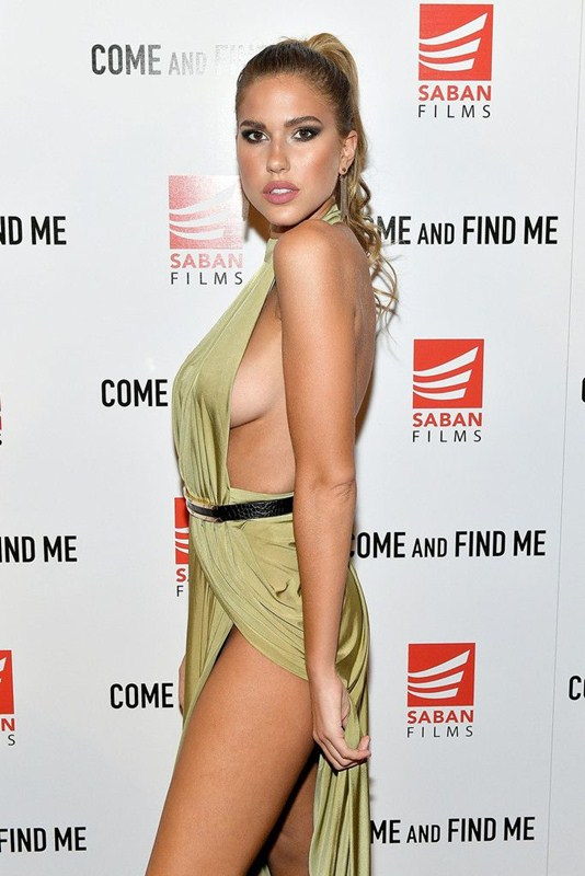 kara-del-toro-sideboob-premiere-come-and-find-me-los-angeles-kanoni-2