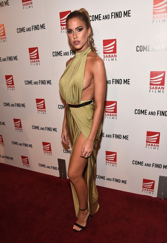 kara-del-toro-sideboob-premiere-come-and-find-me-los-angeles-kanoni-5