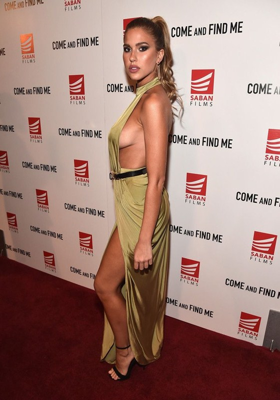 kara-del-toro-sideboob-premiere-come-and-find-me-los-angeles-kanoni-6
