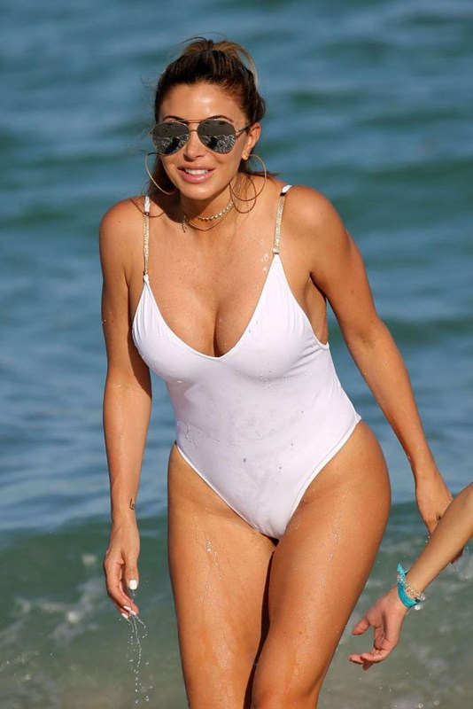 larsa-pippen-camel-toe-in-white-swimsuit-miami-beach-kanoni-1