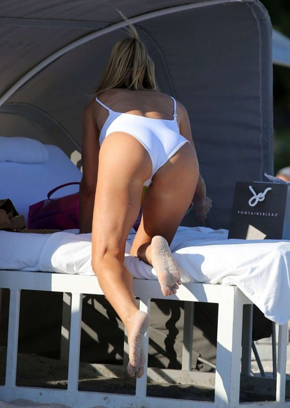 larsa-pippen-camel-toe-in-white-swimsuit-miami-beach-kanoni-10