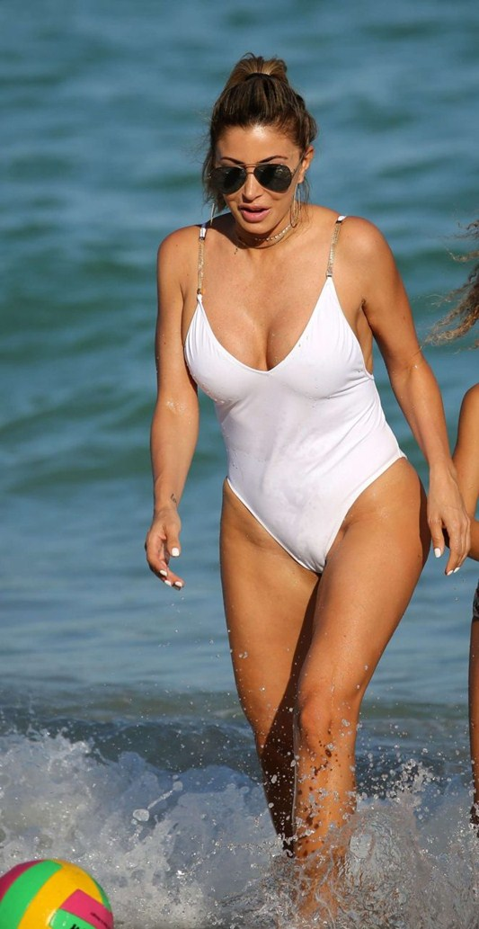 larsa-pippen-camel-toe-in-white-swimsuit-miami-beach-kanoni-4