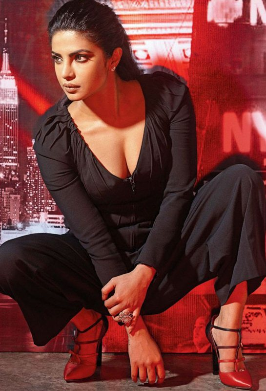 priyanka-chopra-hello-india-november-2016-kanoni-2