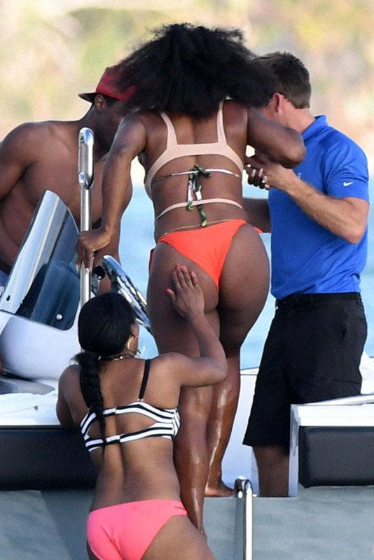 serena-williams-bikini-vacations-bahamas-kanoni-1