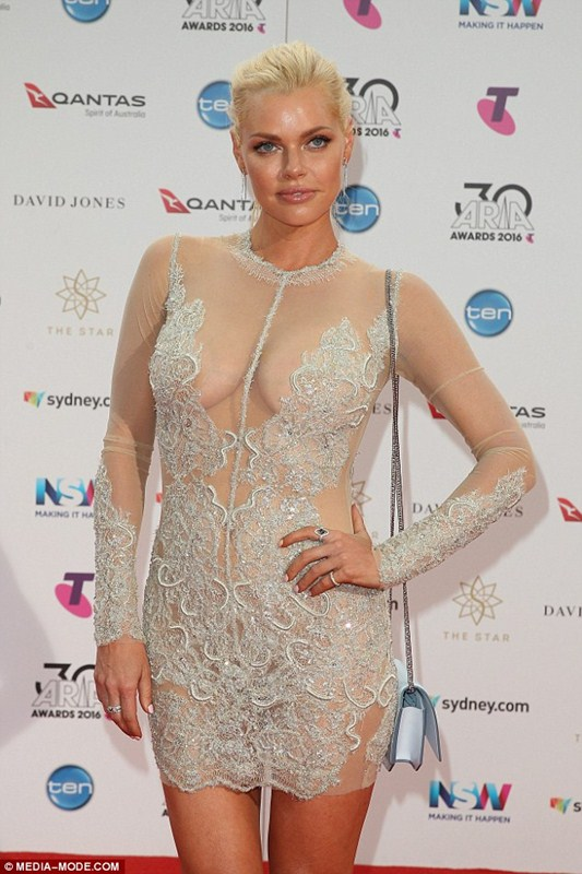 sophie-monk-see-through-braless-dress-aria-awards-sydney-kanoni-3