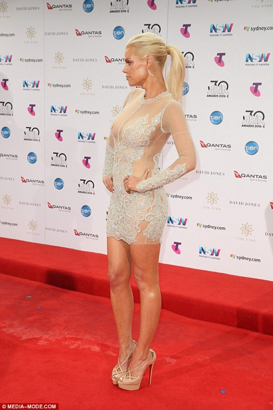 sophie-monk-see-through-braless-dress-aria-awards-sydney-kanoni-4