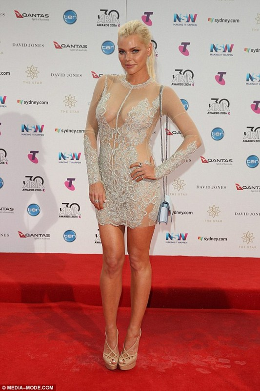 sophie-monk-see-through-braless-dress-aria-awards-sydney-kanoni-5