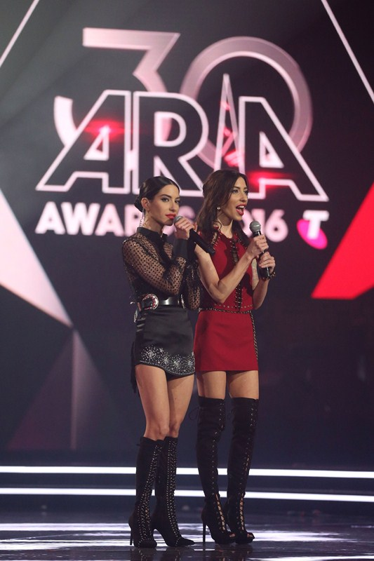 the-veronicas-topless-body-paint-perform-aria-awards-2016-sydney-kanoni-10