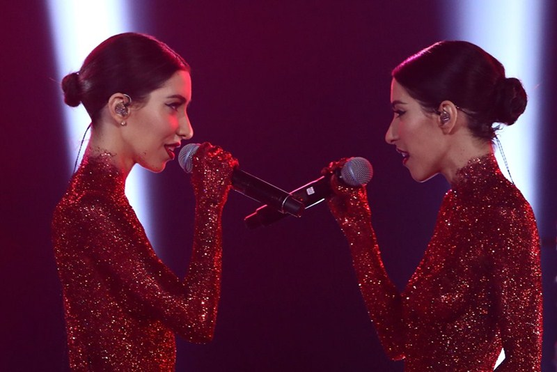 the-veronicas-topless-body-paint-perform-aria-awards-2016-sydney-kanoni-2