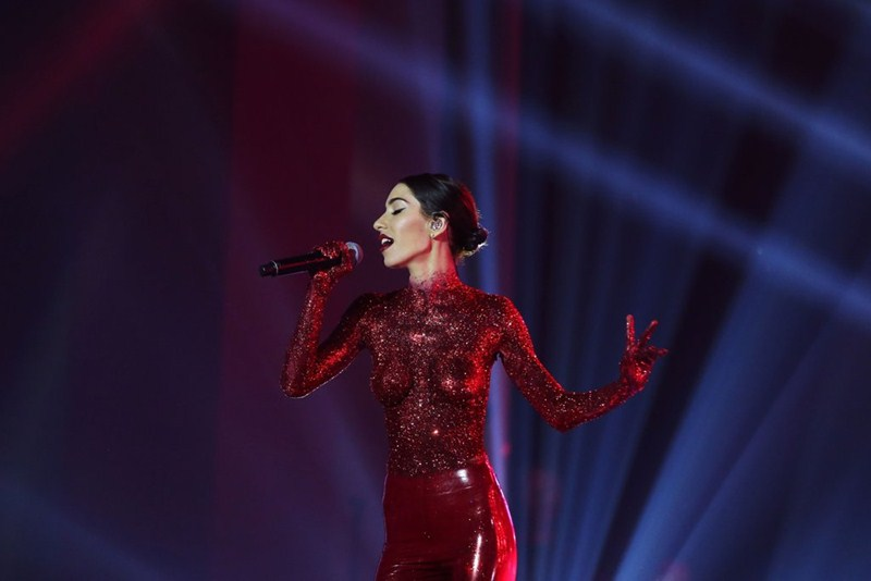 the-veronicas-topless-body-paint-perform-aria-awards-2016-sydney-kanoni-7
