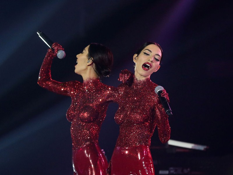 the-veronicas-topless-body-paint-perform-aria-awards-2016-sydney-kanoni-9