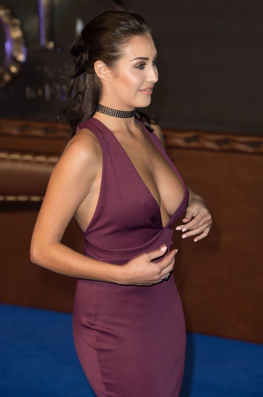 chloe-goodman-deep-cleavage-at-fantastic-beasts-and-where-to-find-them-premiere-london-kanoni-1